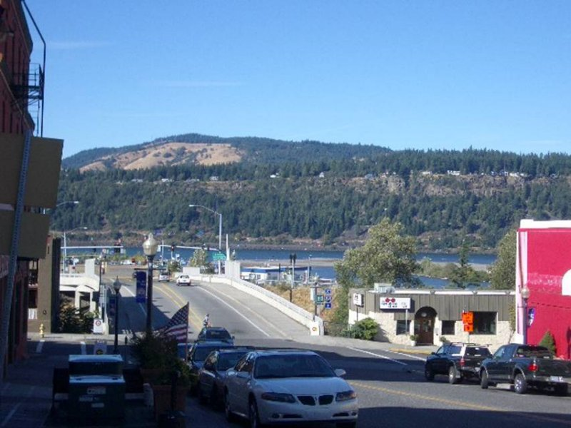 Shopping downtown Hood River OR